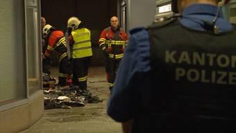"""Brandstiftung: Legten die Jeansladen-Besitzer in Aarau das Feuer? Der Beitrag von """"Tele M1""""."""