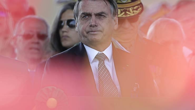 Der brasilianische Präsident Bolsonaro will die Armee während vier Wochen zur Bekämpfung der Waldbrände einsetzen. Die EU machte den Fortgang der Ratifizierung des Handelsabkommens mit den Mercosur-Staaten von einem glaubwürdigen Einsatz Brasiliens gegen die Brände abhängig. (Bild 23. August)
