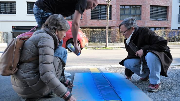 Aus gelben Parkplätzen werden blaue: Der Quartierverein Limmatfeld mag nicht mehr warten.
