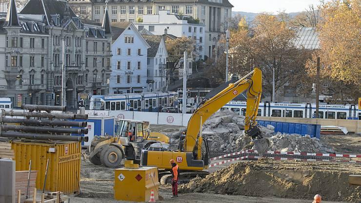 Auf Zürcher Baustellen wird heute nicht gearbeitet.  Die Gewerkschaften Unia und Syna veranstalten einen Protesttag.