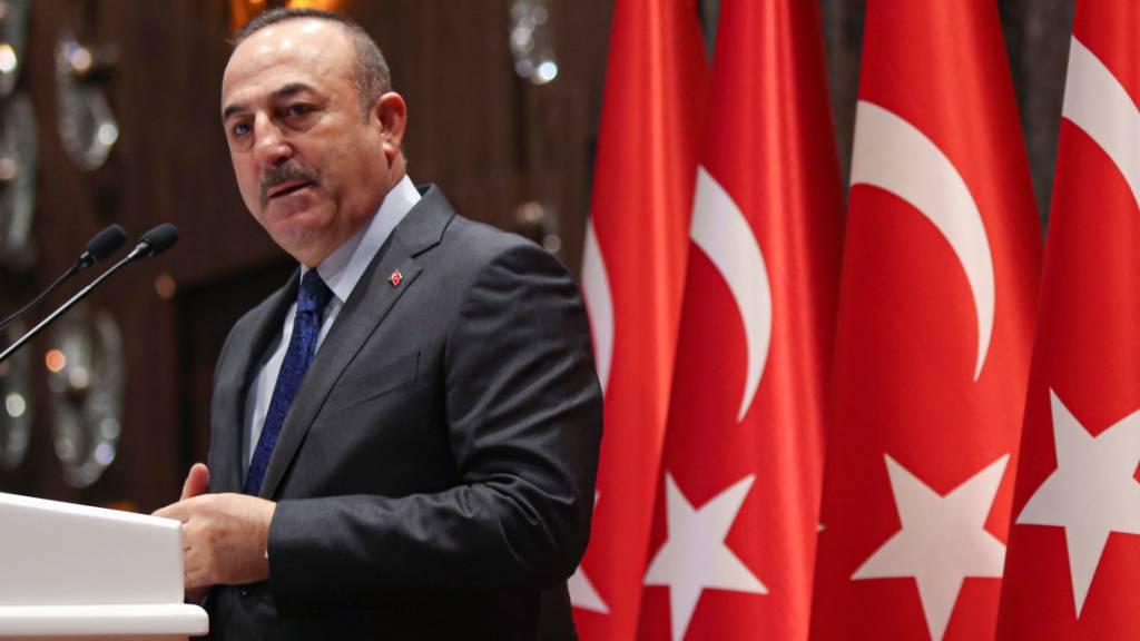 ARCHIV - Mevlüt Cavusoglu, Außenminister der Türkei, spricht bei einer Pressekonferenz. Foto: -/Pool Turkish Foreign Ministry/AP/dpa