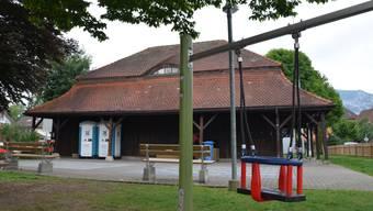 Bis zum Einbau der neuen WC-Anlage im Salzhaus werden die unter dem Dach stehenden mobilen WC-Häuschen genutzt.