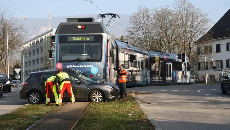 Unfall im Baseltor-Kreisel: Das Bipperlisi erfasste das Auto seitlich
