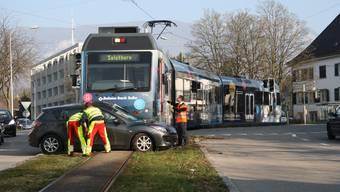 Kollision zwischen Bipperlisi und Auto im Baseltor-Kreisel am 16.März 2017