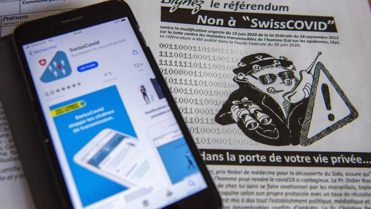 Die Gegner der SwissCovid-App warnen vor einer Gesellschaft, die auf digitale Überwachung und soziale Kontrolle basiere.