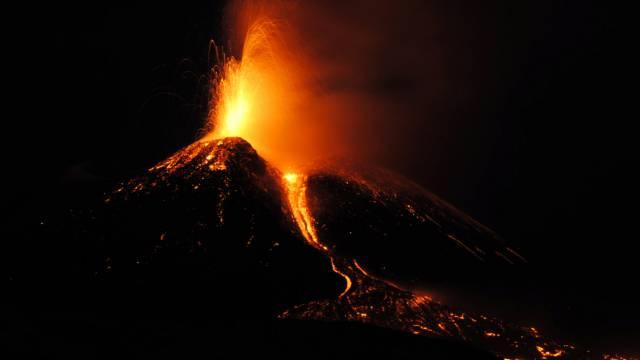 Der italienische Vulkan Ätna ist wieder aktiv.