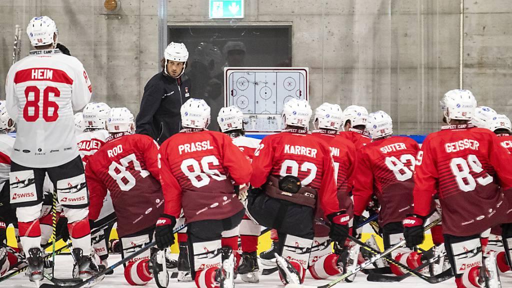 Weiterhin keine Eishockey-Länderspiele in dieser Saison: Cheftrainer Patrick Fischer beim Prospect Camp im vergangenen Juli in Cham