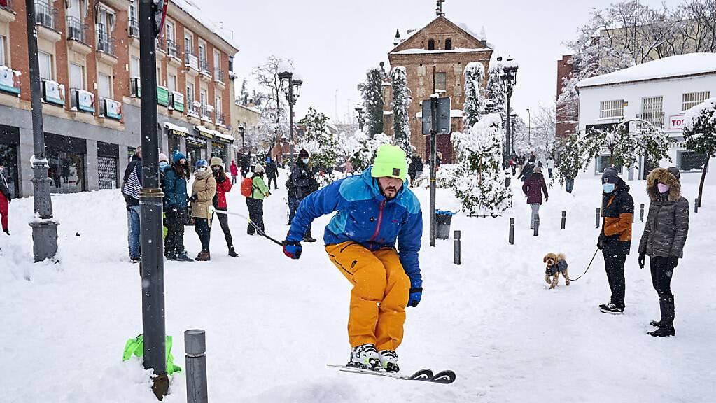 Spanien hat das schlimmste Winterchaos seit 50 Jahren erlebt: Sturmtief «Filomena» forderte vier Menschenleben und legte vor allem Madrid mit historisch heftigem Schneefall lahm.