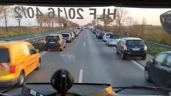 Eine kleine Sensation: Die Rettungsgasse, die die Freiwillige Feuerwehr Königsbrunn auf der Autobahn filmte.
