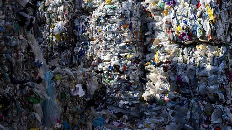 Nicht über die grossen Plastikberge sollten sich die Menschen den Kopf zerbrechen, sondern auch über die unsichtbaren Massen von Plastik.