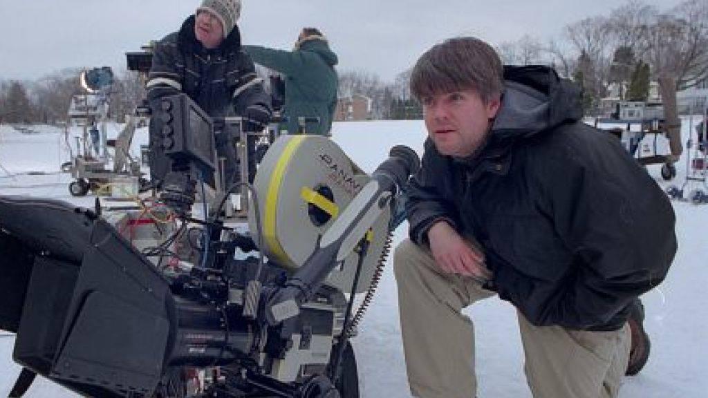 """Das Filmfestival Locarno zeichnet den Grafik-Designer und Regisseur Kyle Cooper (r) aus. Er schuf über 350 Eröffnungssequenzen, einige davon - beispielsweise die von """"Seven"""" (1995) - sind bis heute stilbildend. (Foto imdb)"""