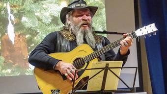 Tschudi singt an der Weihnachtsfeier des Sozialwerks Hope.