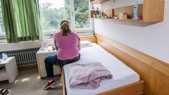 Der Regierungsrat hat gemäss eigenen Angaben keine Möglichkeit, den Mangel in der Kinder- und Jugendpsychiatrie zu beheben. (Symbolbild)