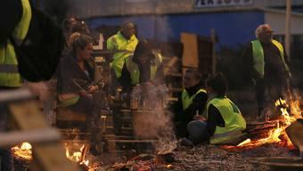 """""""Gelbwesten"""" in Le Mans im Nordwesten Frankreichs: Sie protestieren gegen Steuererhöhungen auf Benzin und Diesel."""