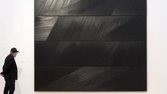 Frankreich feiert den 100. Geburtstag des französischen Malers Pierre Soulages mit zwei ganz besonderen Hommagen. Der Louvre widmet dabei dem Künstler erstmals eine Retrospektive. (Archivbild)
