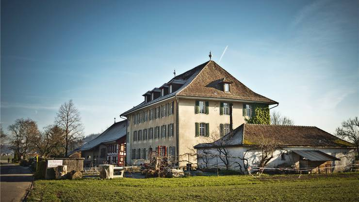 Das ehemalige Brütelgut (Vordergrund) ist Teil der Rudolf-Steiner-Schule Aargau Schafisheim.