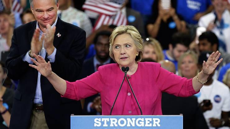 Hillary Clintons Wahlkampf wird von Hackerangriffen auf die US-Demokraten überschattet.