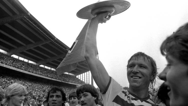 Das waren noch Zeiten: Horst Hrubesch gewinnt 1983 mit dem HSV den letzten von bisher sechs Meistertiteln und im gleichen Jahr den CL-Vorgänger gegen Juventus Turin.