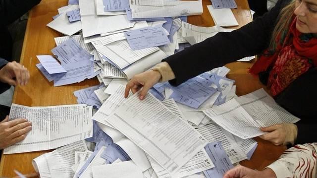 die Stimmzettel wurden zwar ausgezählt, das Ergebnis bleibt aber vorerst geheim (Symbolbild).