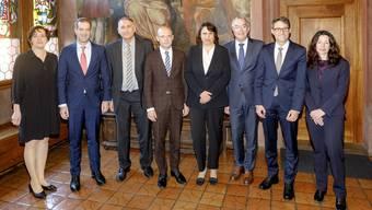 von links: Staatsschreiberin Barbara Schüpbach-Guggenbühl, Conradin Cramer, Hans-Peter Wessels, Baschi Dürr, Elisabeth Ackermann, Christoph Brutschin, Lukas Engelberger, Tanja Soland