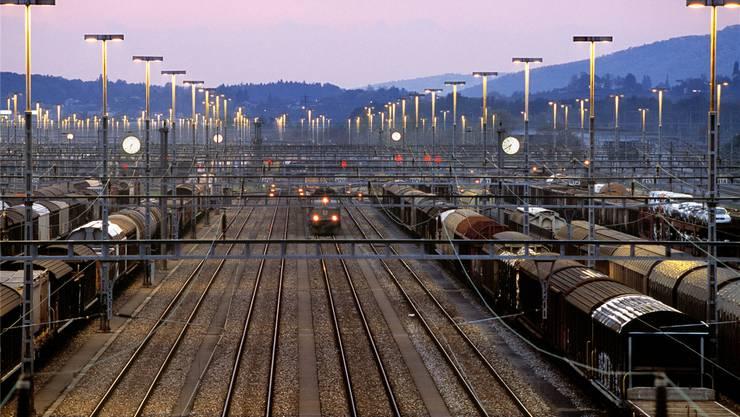 Weil der Containerterminal nicht gebaut wird, muss auch der Eintrag im Richtplan gestrichen werden.