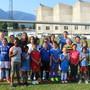 Maria Lo Giudice (hinten rechts) mit einem Teil der Mädchen, die beim FCG spielen.