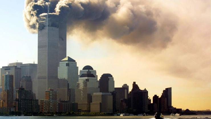 Die Twin Towers brennen