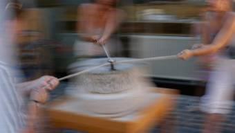 Im Mühlerama dürfen Besucher am Wochenende selbst Hand anlegen und unter Anleitung Brot backen. Im Bild: die römische Mühle.