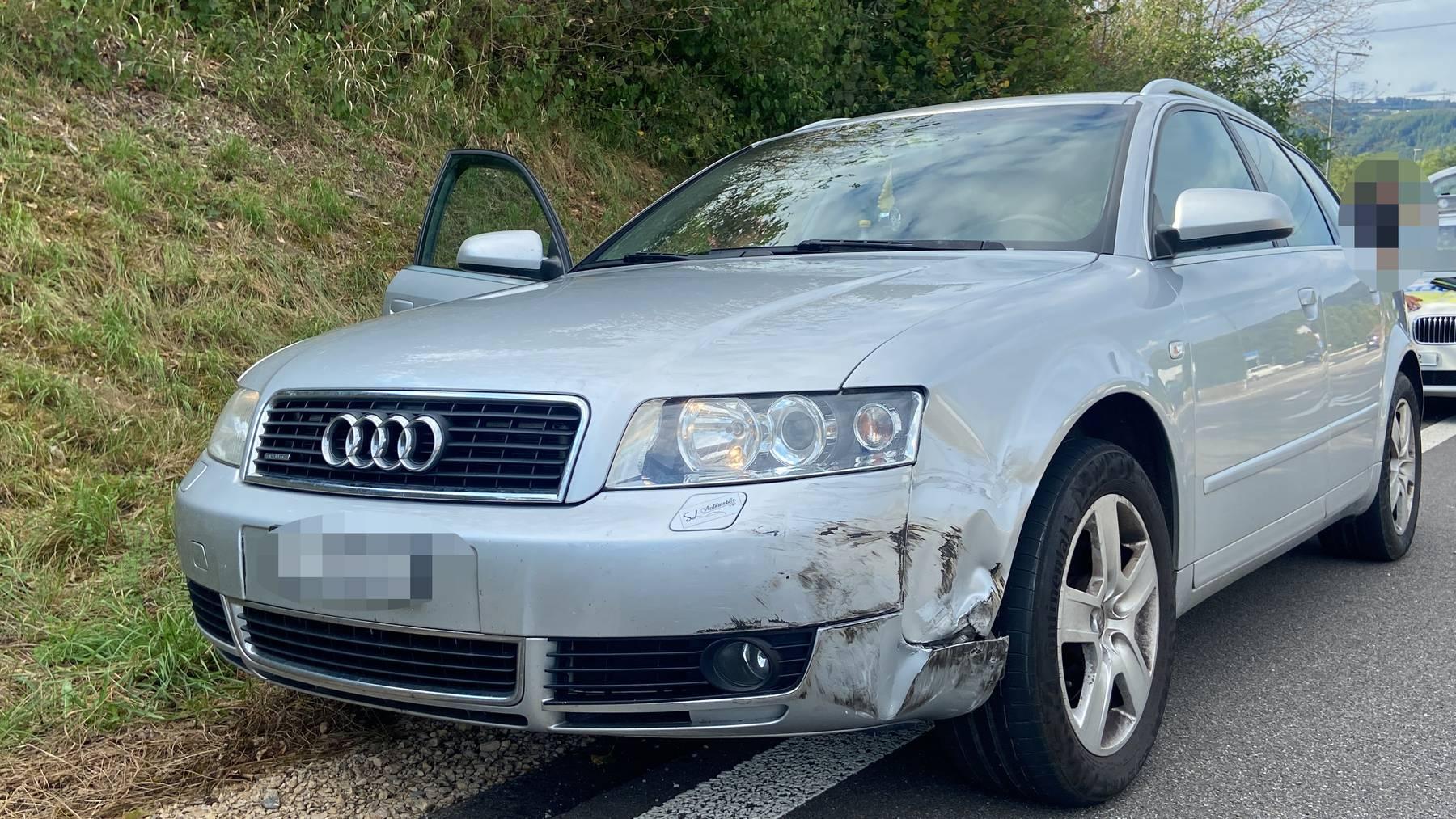 Ein grauer Audi A4 kollidierte mit einem grauen Mercedes-Benz B200 in Eiken AG.