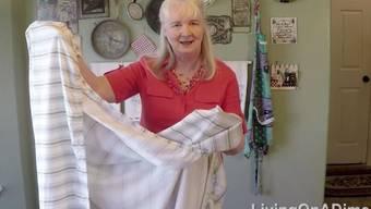 Nie mehr Fixleintuch-Chrüglete: Jill Cooper zeigt, wie man die widerspenstigen Bettlaken zähmt.