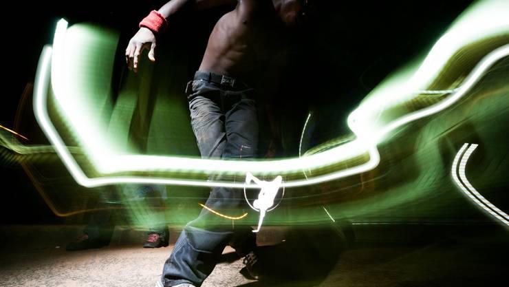 Joel Sames reiste nach Uganda, um dem Breakdance Project Uganda zu begegnen.