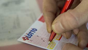 Die übriggebliebenen Gewinne aus Lotteriespielen werden für gemeinnützige Tätigkeiten eingesetzt.
