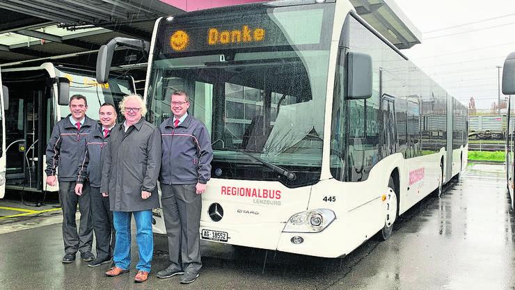 Das RBL-Team Ruedi Willi, Andi Rudolf, René Bossard und Urs Lüscher (v.l.) vor dem neuen Gelenkbus.