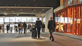 Der letzte Tag der Baselworld, Besucher und Aussteller beginnen zu packen und abzureisen.