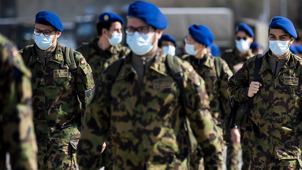 800 Spitalsoldaten werden in Bière auf Corona-Einsatz vorbereitet