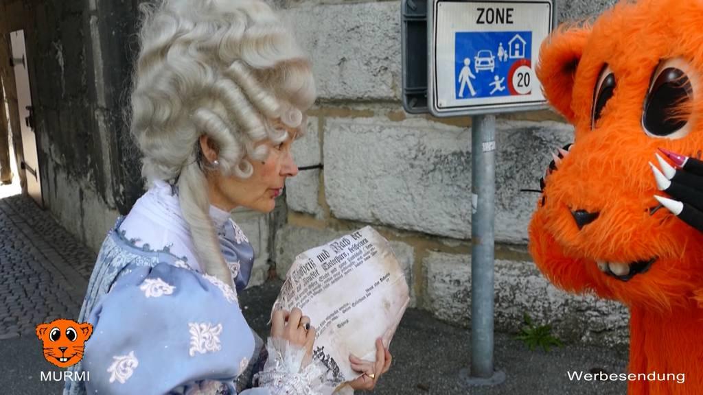 Murmi und die Stadtführerin Marie-Christine Egger