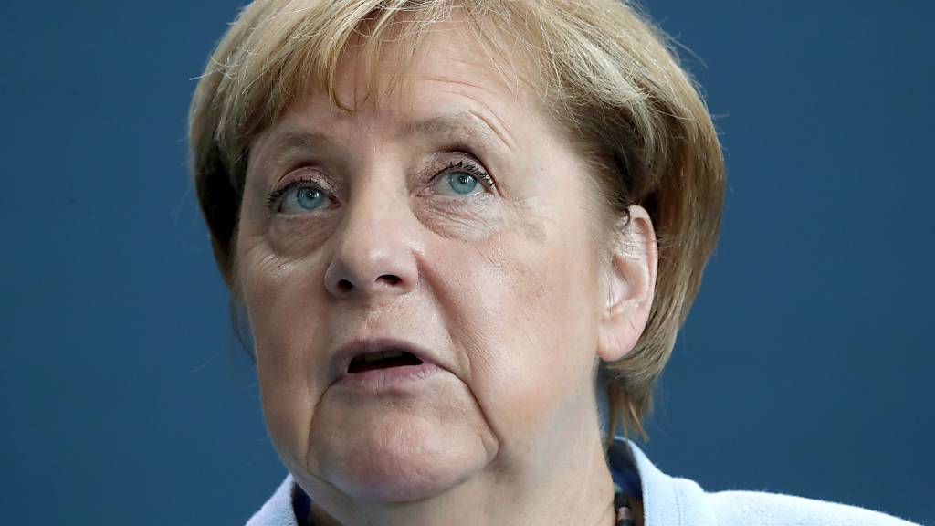Bundeskanzlerin Angela Merkel (CDU) gibt im Anschluss an ihr Gespräch mit dem schwedischen Ministerpräsidenten Löfven eine Pressekonferenz. Foto: Michael Sohn/AP-Pool/dpa