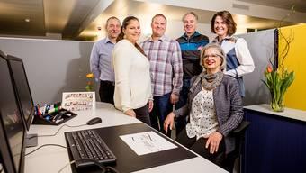 Das Team hat die Arbeit aufgenommen: Matthias Stohler, Denise Weton, Andrea Ange-lini, Fred Föhn, Linda Baldinger (Leiterin RAV Brugg) und Jacqueline Gervasi (Teamleiterin temporäres RAV).