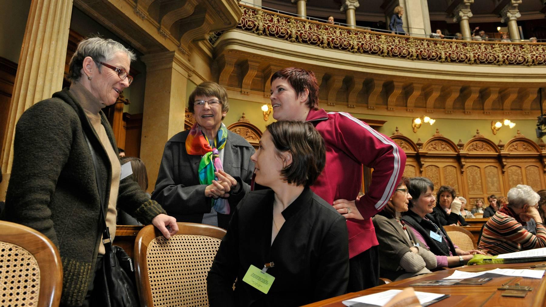 Annemarie Heiniger übernimmt mit Ursula Nakamura-Stoecklin (Mitte) für drei Jahre das Präsidium des Schweizerischen Verbands für Frauenrechte.