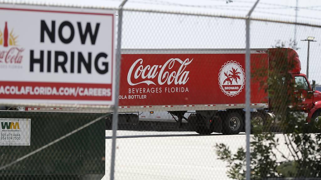 Mit Einstellungen sieht es bei Coca Cola derzeit nicht so gut aus. Es werden tausende Stellen abgebaut. (Archivbild))