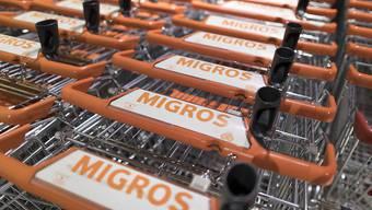 Migros-Angestellte dürfen sich auf mehr Lohn freuen. Mit einem der Sozialpartner kam allerdings keine Einigung zustande. (Archivbild)