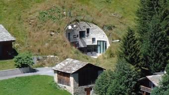 Ein Tunnel unter der Scheue ist der Eingang zur Villa Vals. (Quelle: PD)