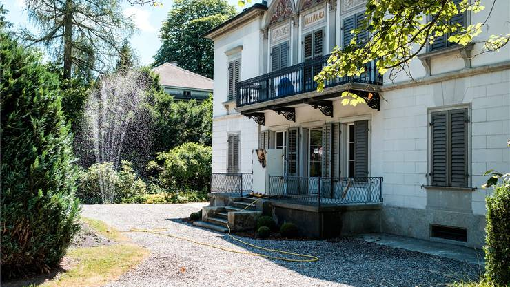 Bei und in der Villa Malaga an der Schützenmattstrasse in Lenzburg werden die Sanierungsarbeiten unter dem neuen Besitzer zu Ende geführt. Mario Heller