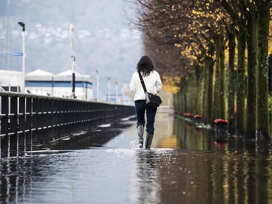 In nur elf Tagen ist der Seespiegel des Lago Maggiore um drei Meter gestiegen. Am Donnerstag schwappte er an einigen Stellen über die Ufer, vor allem in Locarno.