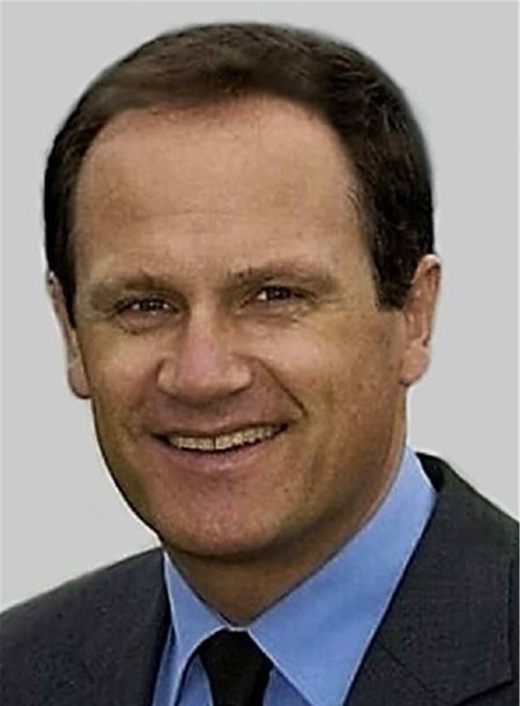Karl Kriechbaum ist als Neuropsychologe, Stress- und Verhaltenstherapeut in Wien tätig, wo er Unternehmen und Privatpersonen berät. Der 60-Jährige ist Co-Autor des 2012 erschienenen Klassikers «Der korrupte Mensch. Ein psychologisch-kriminalistischer Blick in menschliche Abgründe» und Autor diverser weiterer Bücher.