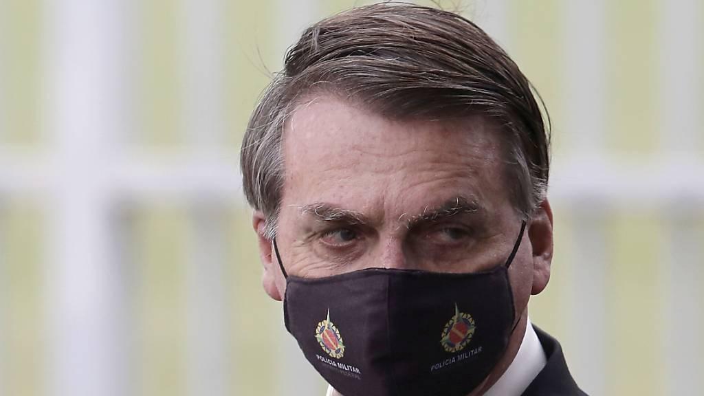 Fieber und Gliederschmerzen: Bolsonaro macht Corona-Test