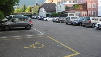 Der Postparkplatz ist neu mit Schranken versehen. (Archivbild)