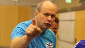 Jan Sedlacek macht den Spielern ihre Aufgabe klar.