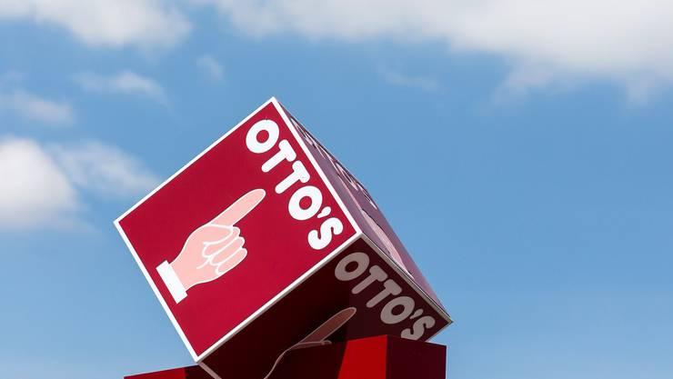 Schweizweit bekanntes Finger-Logo: Otto's-Hauptsitz in Sursee.