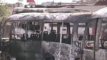 Zerstörte Busse nach den nächtlichen Kämpfen in Damaskus
